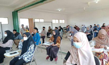 Mahasiswa Fakultas Ekonomi UNU Kalbar mendapat pembinaan. Foto : Rosadi Jamani/Jurnalis.co.id