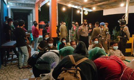 Satuan Gugus Tugas Covid 19 Kabupaten Bengkayang melakukan Swab kepada 40 Orang di Kafe, Minggu (23/5/2021). Foto: Kurnadi/Jurnalis.co.id