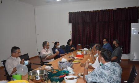 Makan Malam. Wakil Bupati Sintang menerima kunjungan Uskup Sintang di rumah dinasnya. Foto: Prokopim Pemkab Sintang