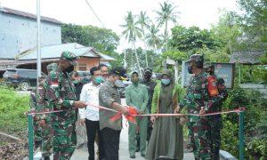 Bupati Satono menutup program TMMD Imbangan ke 112 Kodim 1208 Sambas di Desa Temajuk, Kecamatan Paloh. Foto Imbran Eksistensi