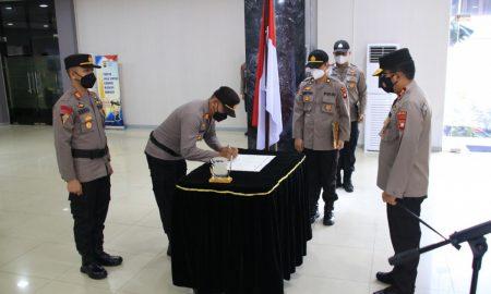 Upacara Penandatanganan Komitmen Kinerja Jabatan bagi para perwira dan PNS Polri yang mendapat mutasi jabatan, Senin (11/10/2021).