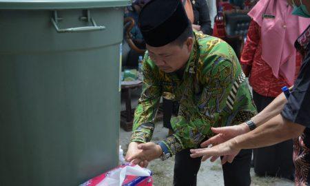 Bertepatan dengan Hari Cuci Tangan Sedunia 2021 yang diperingati setiap 15 Oktober, Bupati Sambas, Satono, meresmikan Gedung Belajar Berkemajuan. Foto: Istimewa